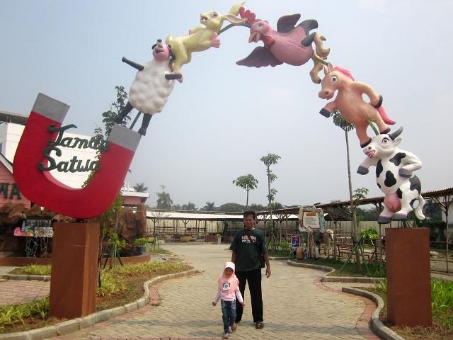 Gapura Taman Satwa